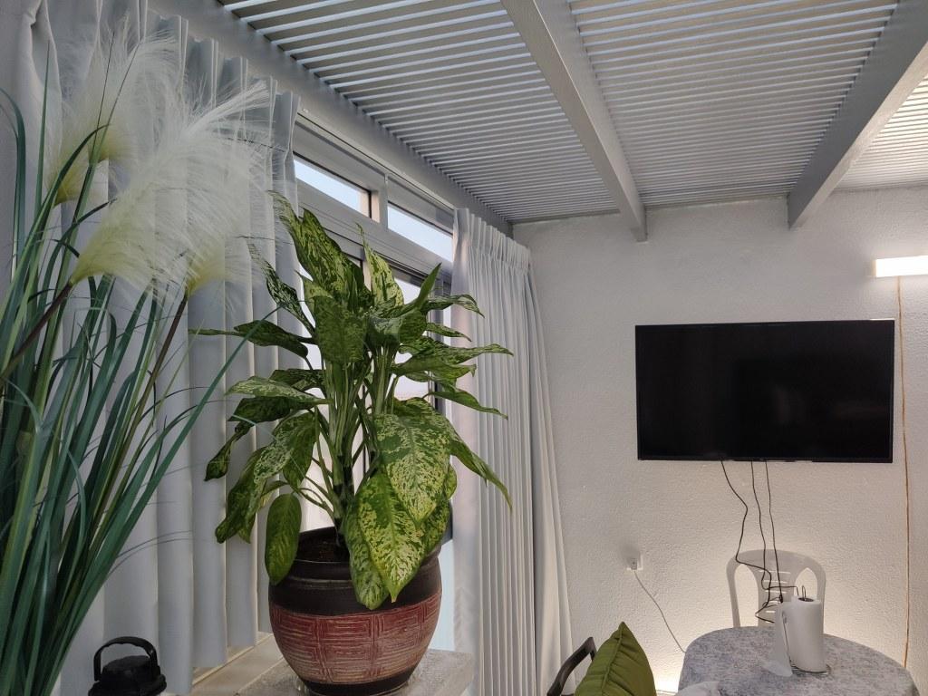 פרגולות אלומיניום - פרגולות עם חלונות - פרגולה עם חלונות