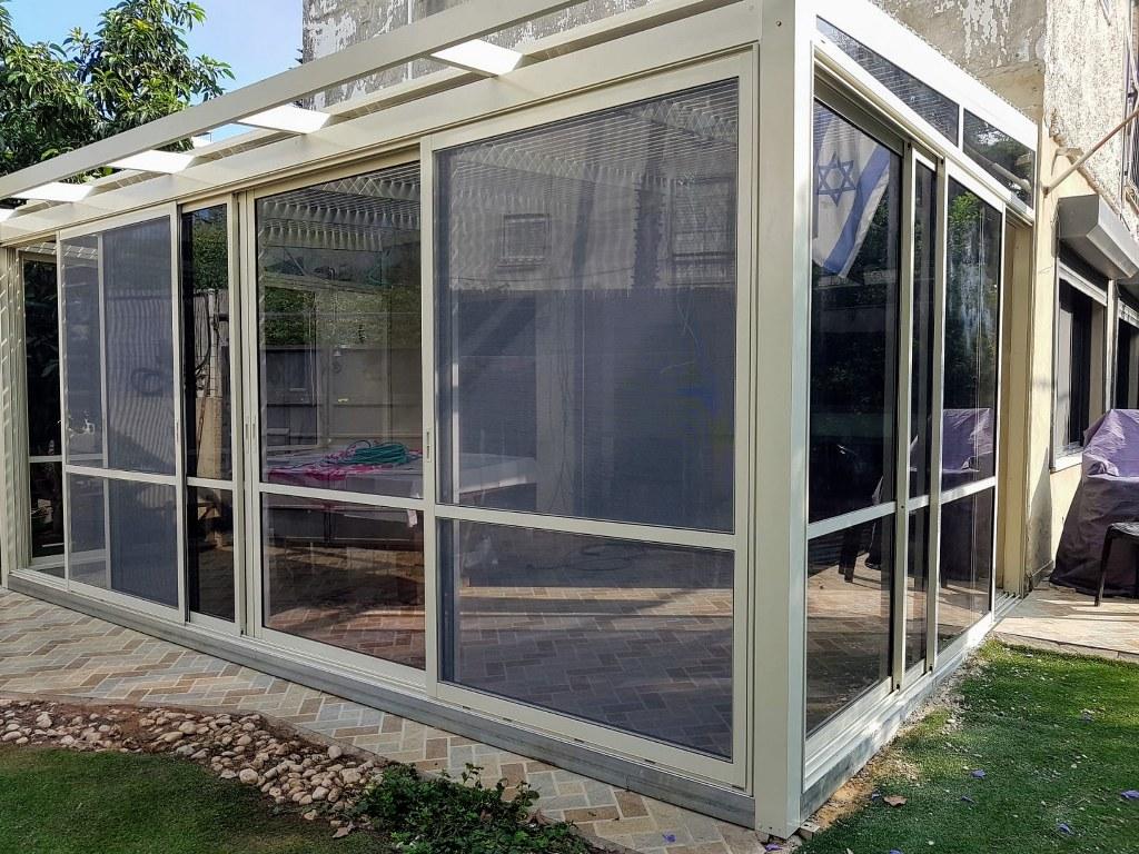 פרגולות אלומיניום - פרגולות עם חלונות - פרגולת זכוכית