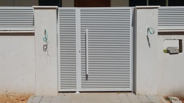 שערים - שער דגם מדרגה - הייטק אטום - שער הייטק אטום