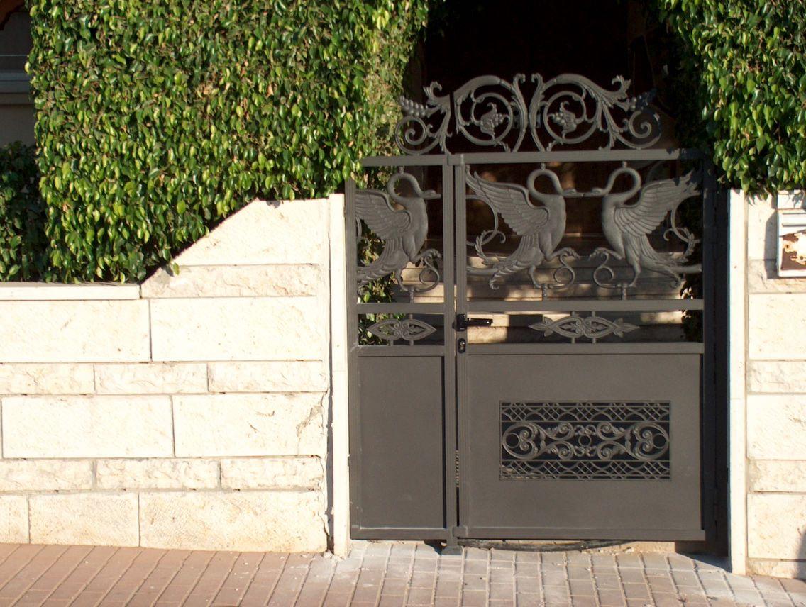שערים - שערים דגם יציקות - שער דגם אטום זוג יונים