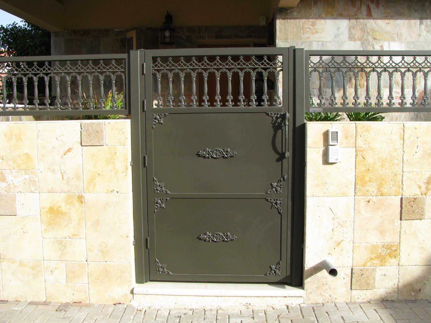 שערים - שערים דגם יציקות - שער דגם אטום קשתות