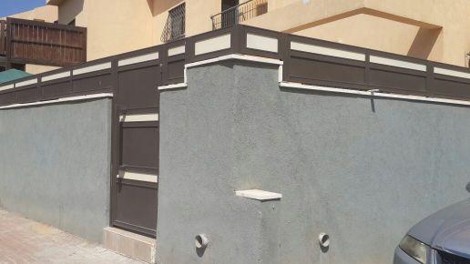 שערים - שערים  עם שילובי זכוכית - שער דגם אטום בשילוב זכוכית