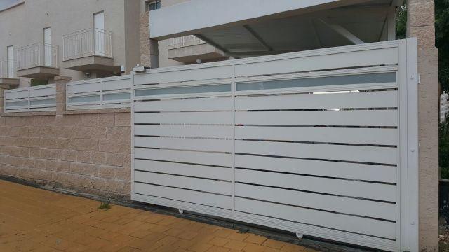 שערים - שערים  עם שילובי זכוכית - שער סוריפים וזכוכית
