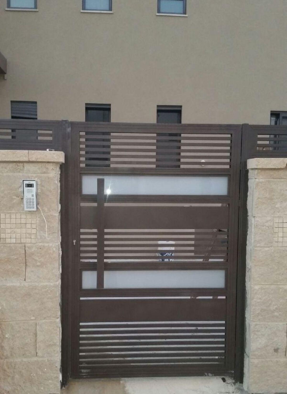 שערים - שערים  עם שילובי זכוכית - שער אלומיניום דגם הייטק