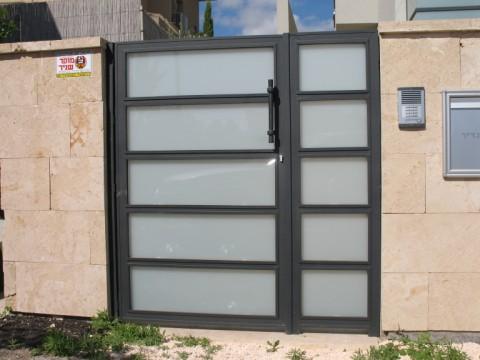 שערים - שערים  עם שילובי זכוכית - שערים-שערי כניסה