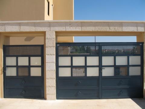 שערים - שערים  עם שילובי זכוכית - שערים - חניה וכניסה