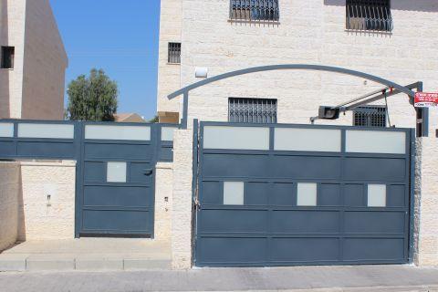 שערים - שערים  עם שילובי זכוכית - שער כניסה וחניה