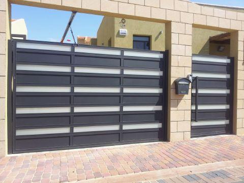 שערים - שערים  עם שילובי זכוכית - שער חניה ושער כניסה