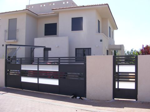 שערים - שערים  עם שילובי זכוכית - שער כניסה וחנייה