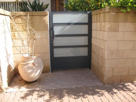 שערים - שערים  עם שילובי זכוכית - שערים-שער כניסה