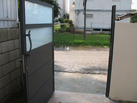 שערים - שערים  עם שילובי זכוכית - שער כניסה