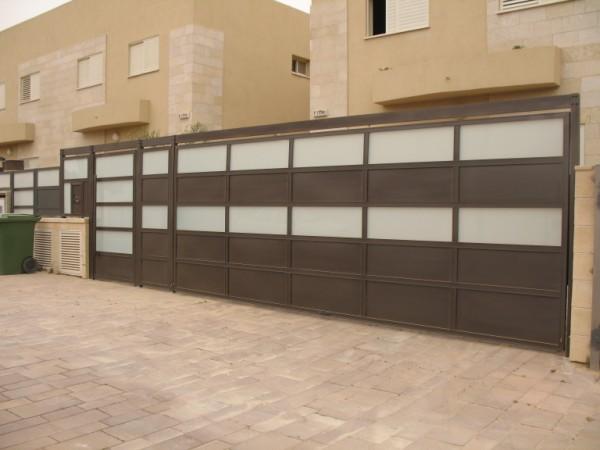שערים - שערים  עם שילובי זכוכית - שער- שער כניסה וחניה