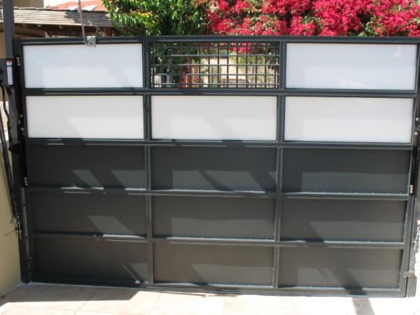 שערים - שערים  עם שילובי זכוכית - שערים- כניסה וחנייה