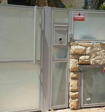 שערים - שערים / דלתות שירות - דלת פח אשפה דגם זכוכית