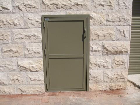 שערים - שערים / דלתות שירות - דלת שרות לפח זבל