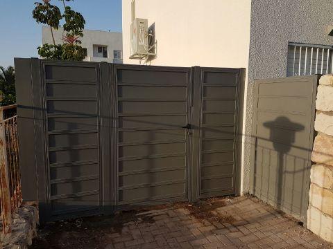 שערים - שערים -  דגם אטום - שער כניסה דגם אטום