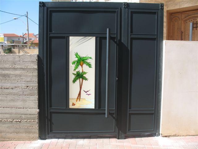שערים - שערים - זכוכית מעוצבת - שער כניסה וחניה