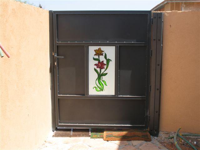 שערים - שערים - זכוכית מעוצבת - שער- שער כניסה