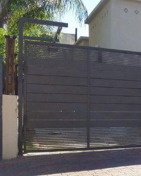 שערים - שערים סטריפים - שער חניה דגם סטריפים והייטק