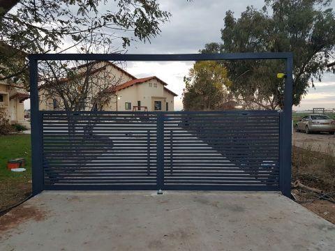 שערים - שערים פרופילים דגם הייטק - שער חניה  אלומיניום דגם הייטק
