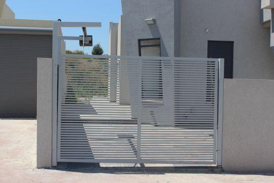 שערים - שערים פרופילים דגם הייטק - שער חנייה