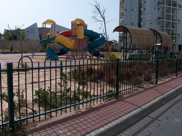 גדרות - גדר דגם דליה לחצרות ובתים משותפים - גדר דליה לפארק וגינה