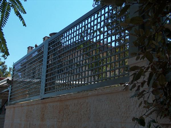 גדרות - גדרות - רשת אייל - גדר רשת אלומניום