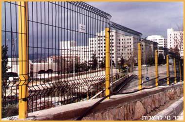 גדרות - גדרות מתכת - גדר מתכת רשת מרותכת