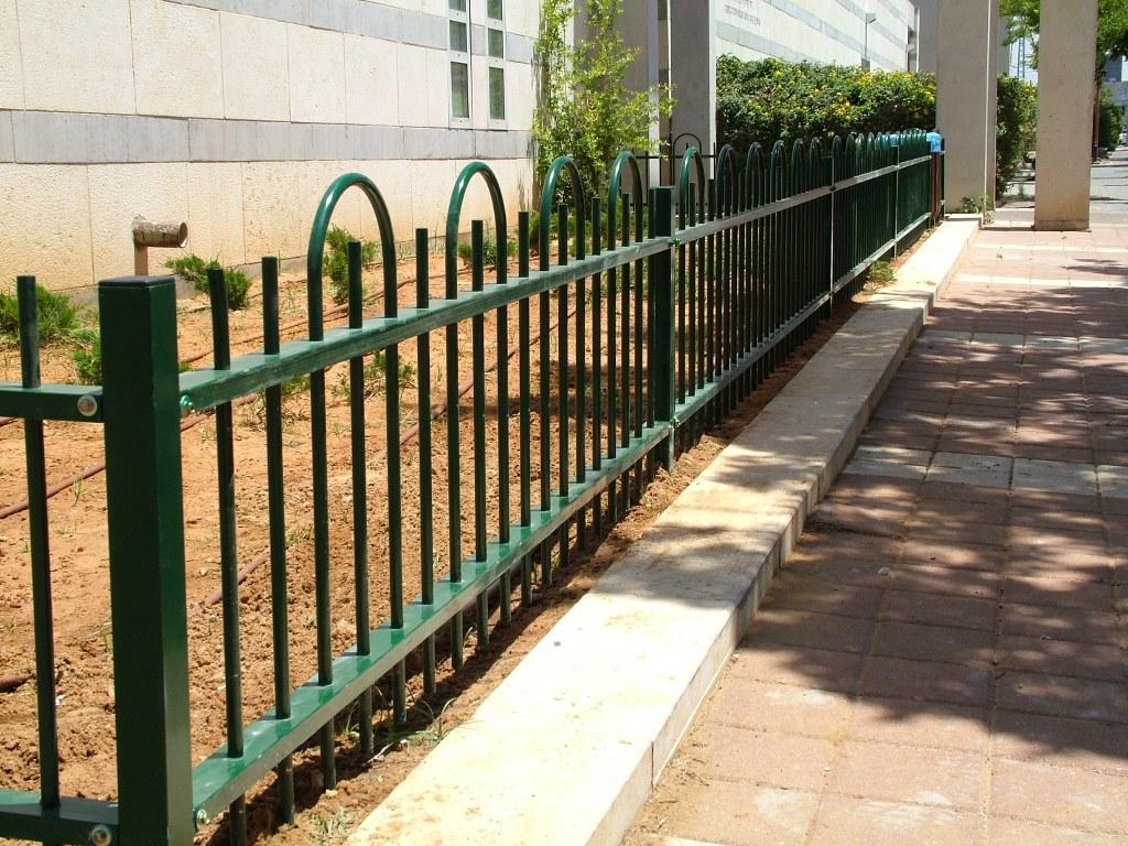 גדרות - גדרות מתכת - גדר דגם דליה