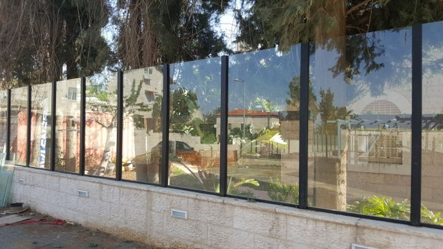 גדרות - גדרות אקוסטיות - גדר אקוסטית מזכוכית
