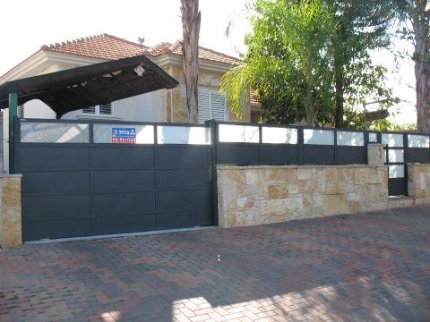 גדרות - גדרות - שילובי זכוכית - גדר עם שילובי זכוכית