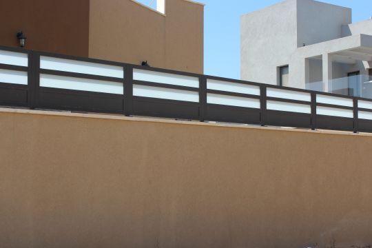 גדרות - גדרות - שילובי זכוכית - גדר אטום זכוכית