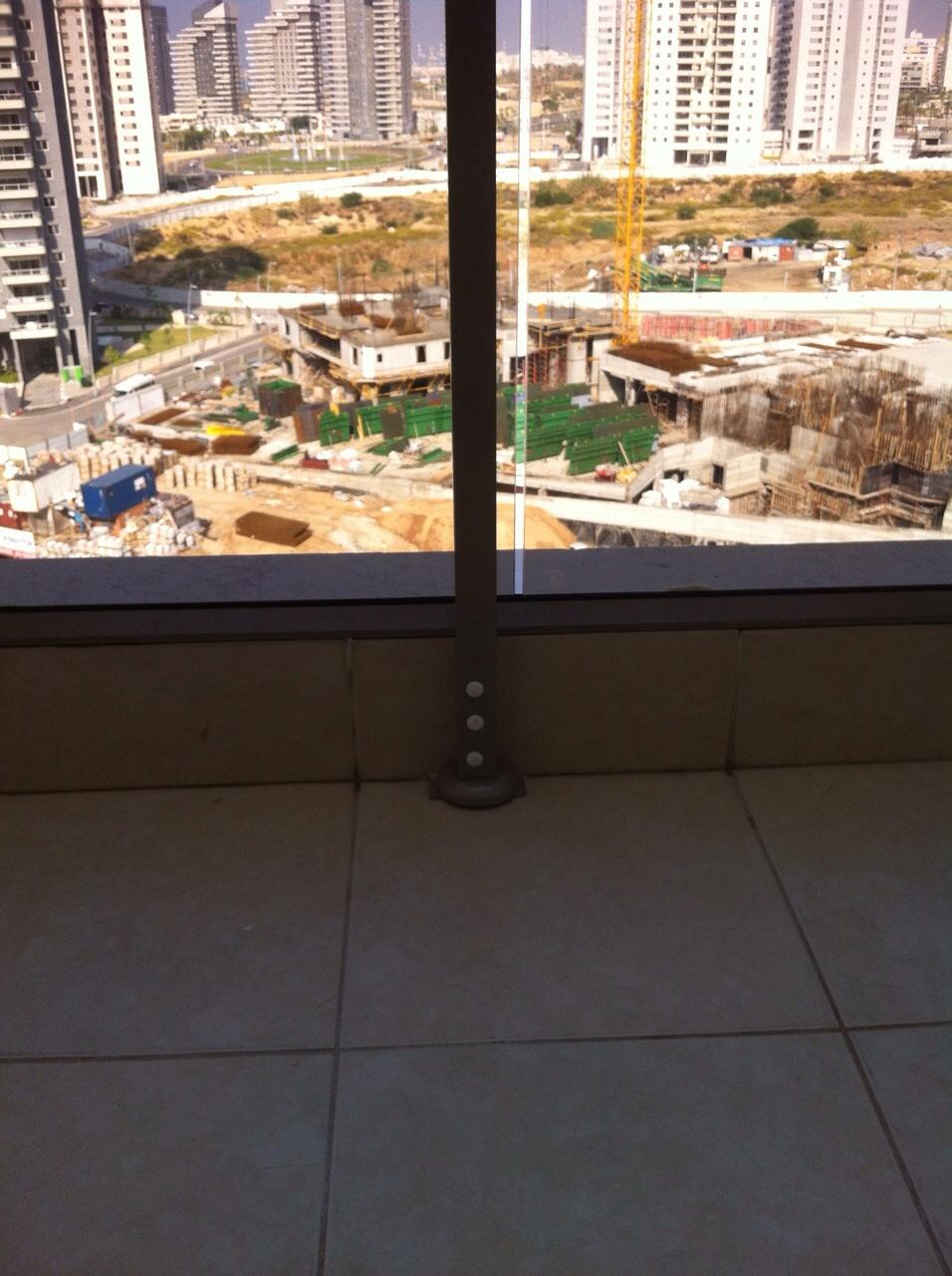 מעקות - הגבהה למעקה מרפסת זכוכית - דגם עדי - הגבהה למעקה מרפסת