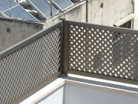 מעקות - הגבהה למעקה מרפסת רשת - דגם אייל - הגבהה למעקה - רשת אייל