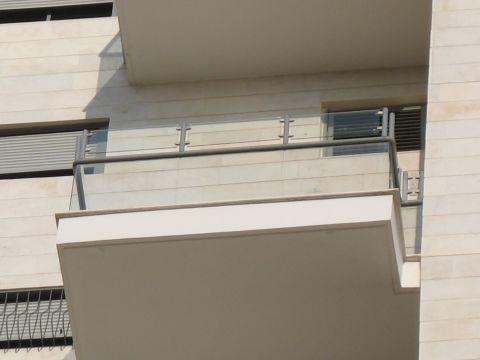 סורגים - הגבהת מעקה מרפסת מזכוכית - הגבהת מעקה מרפסת מזכוכית